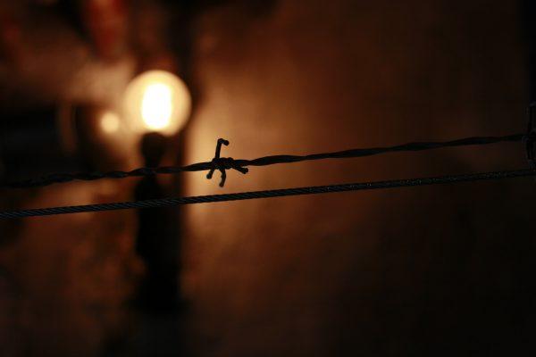 Flackerndes Licht im Knast Escape Game Berlin Knast Spiel Erfahrung Fotos