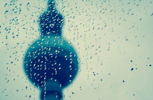 berlin bei regen schlechtem wetter