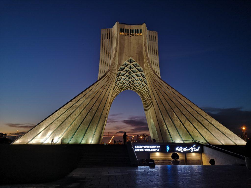 Freiheitsturm Azadi Tower am Abend