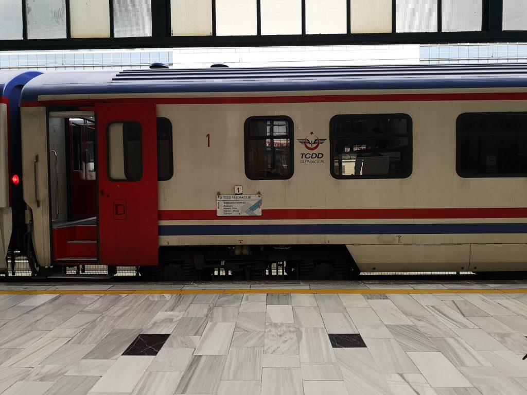 zug berlin teheran transasia express
