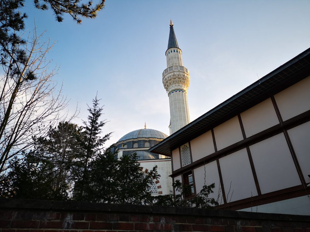 Minarett von Moschee in Berlin Tempelhof Auf Weltreise in Berlin