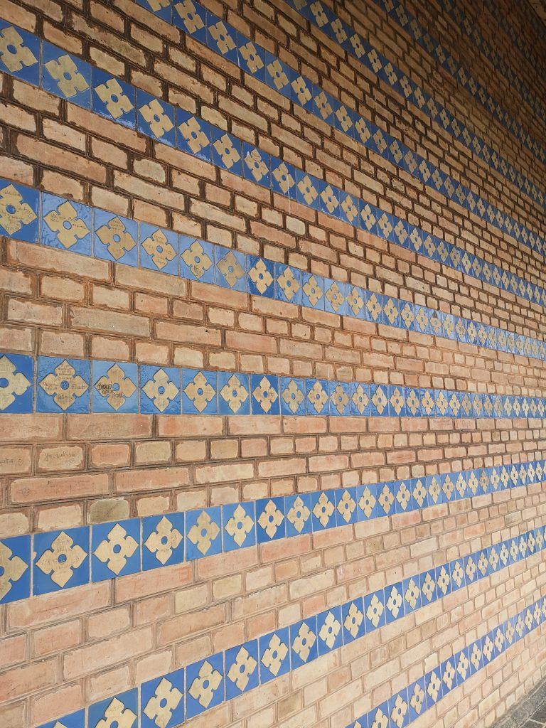 Heilandskirche in Sacrow Muster an der Wand
