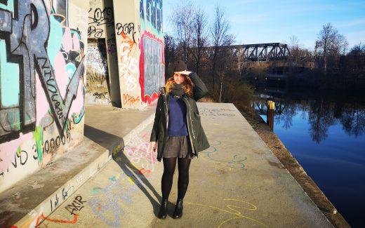 Coole Orte in Berlin Graffiti Frau am Wasser chillen