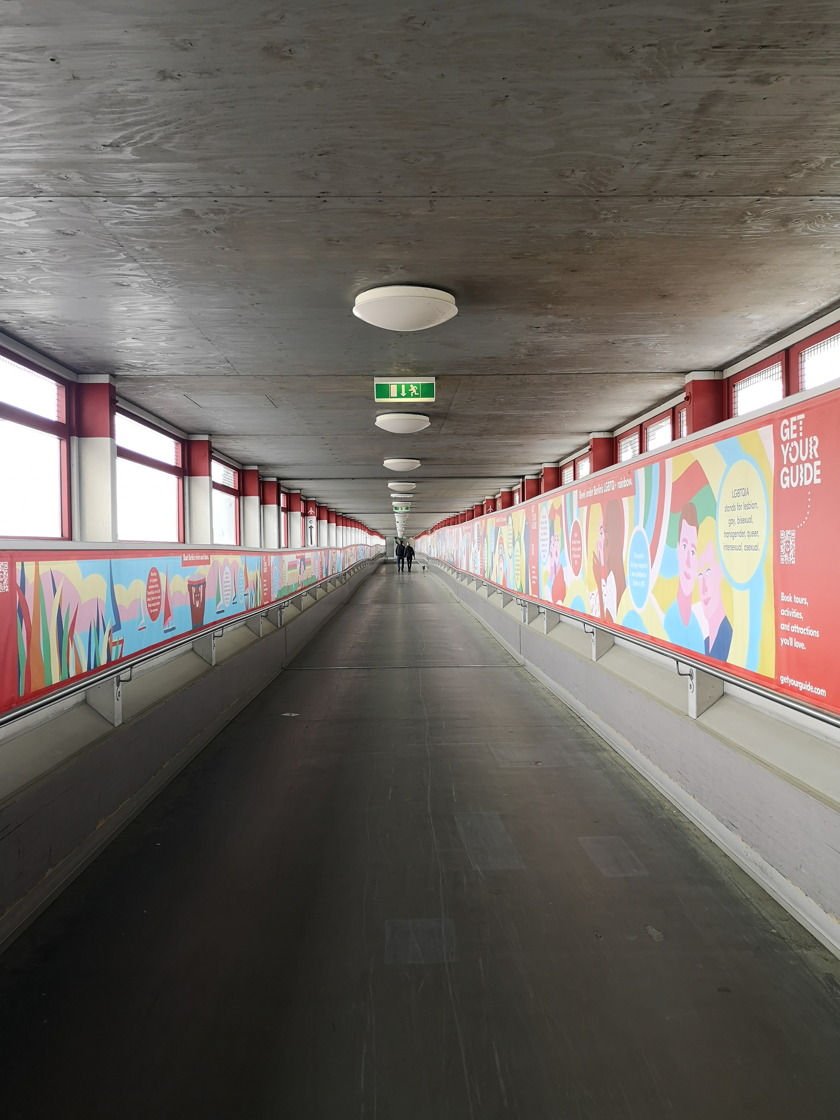 Flughafen-Tegel-Berlin-Schliessung gang zum terminal c