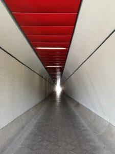 Flughafen-Tegel-Berlin-Schliessung-Tunnel-Eingang