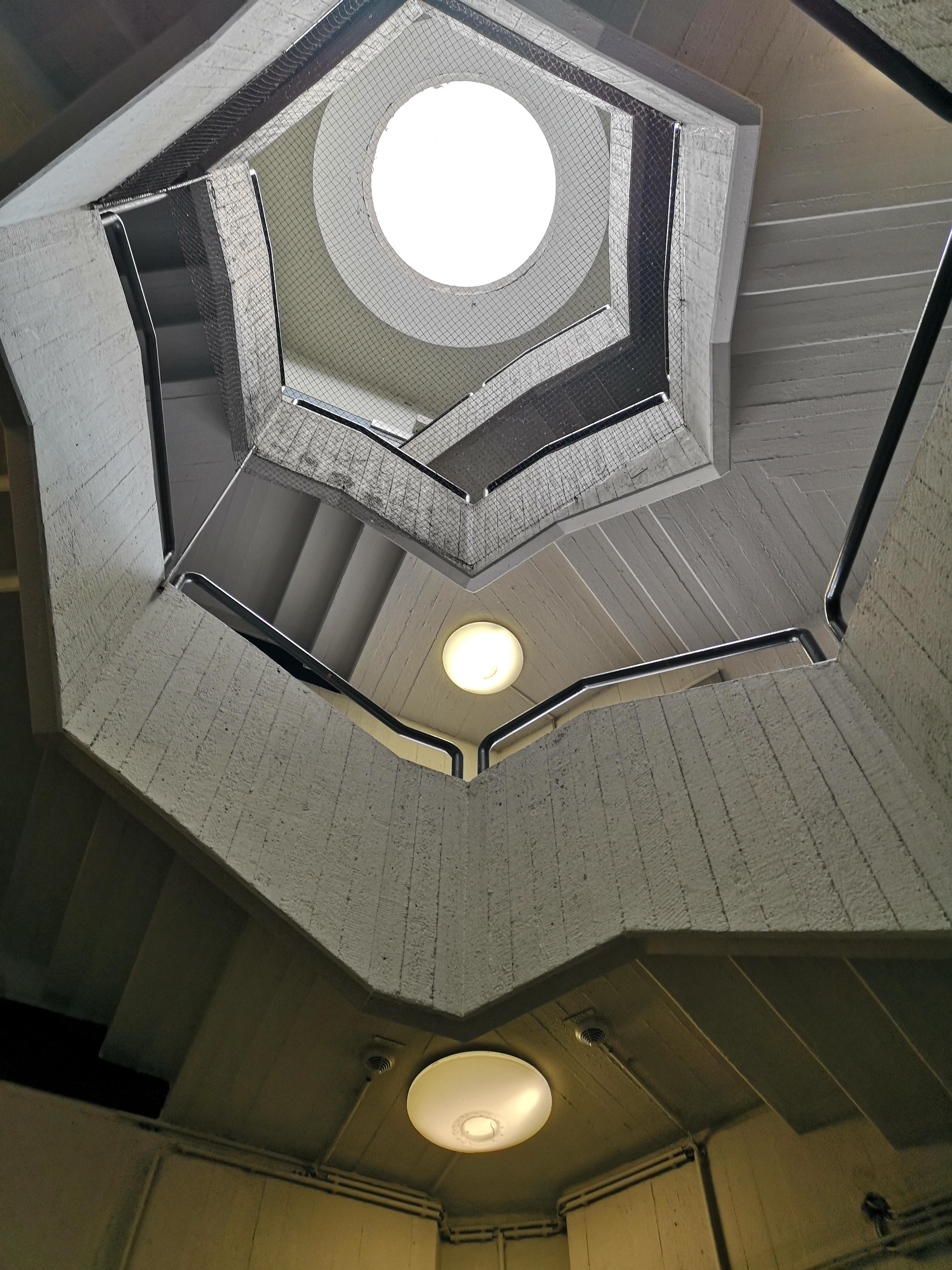 Flughafen-Tegel-Berlin-Treppe Hausflur