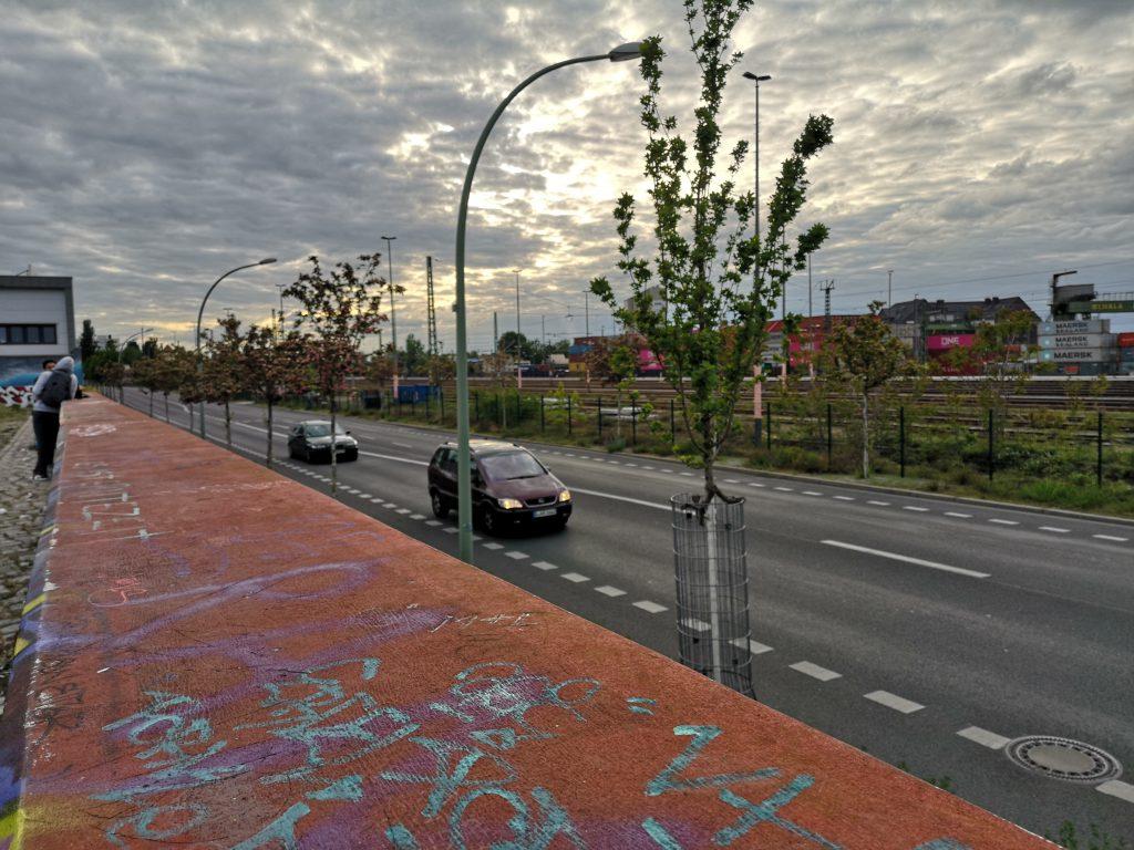 mauer am zku berlin moabit stadtgarten westhafen blick