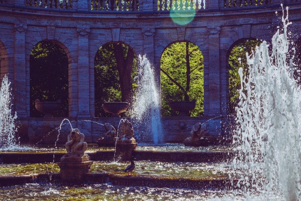 Berlin im Sommer Maerchenbrunnen Friedrichshain Sommer in Berlin