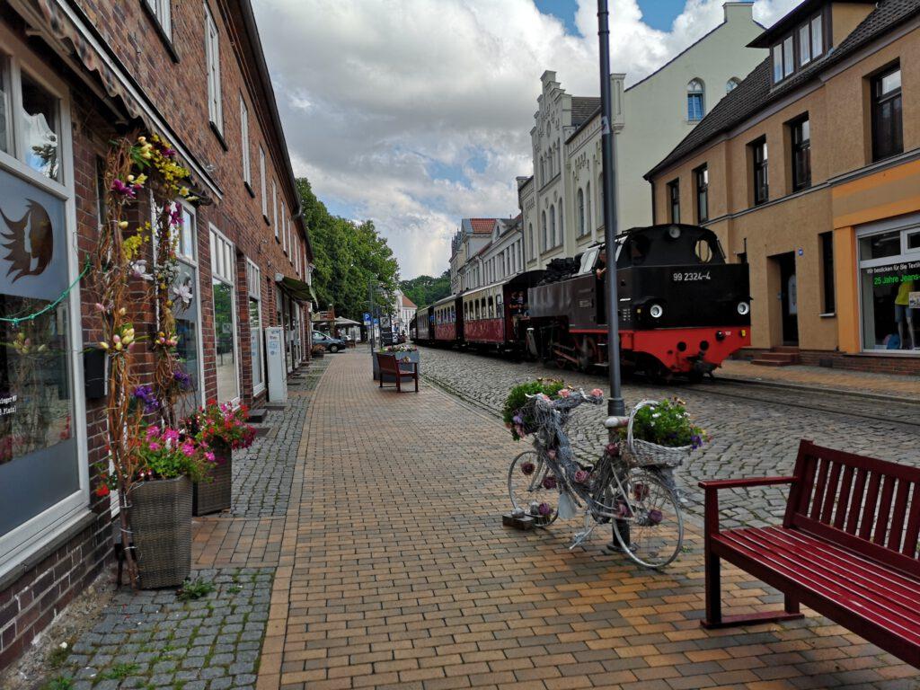 Kuelungsborn-Urlaub-Ausflug-Bad-Doberan-Molli-Einfahrt-Innenstadt