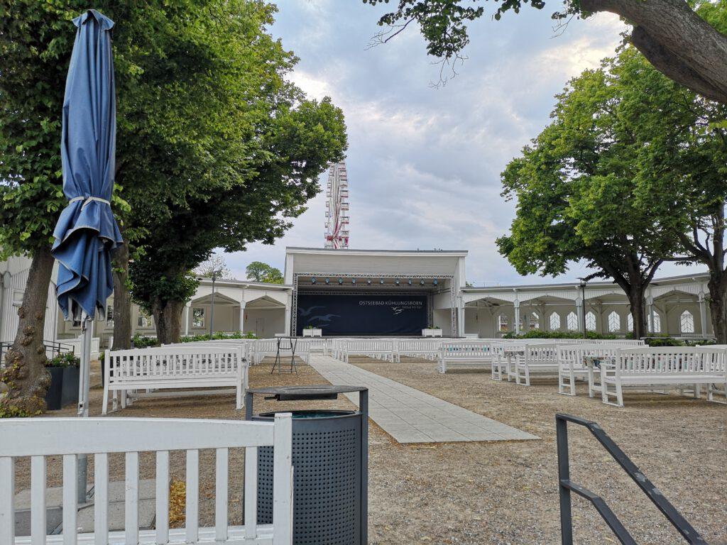 Kuelungsborn-Urlaub-Ostseebad-Bühne