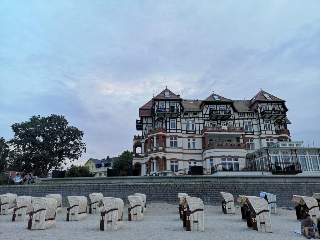 Kuelungsborn-Urlaub-Reise-Strand