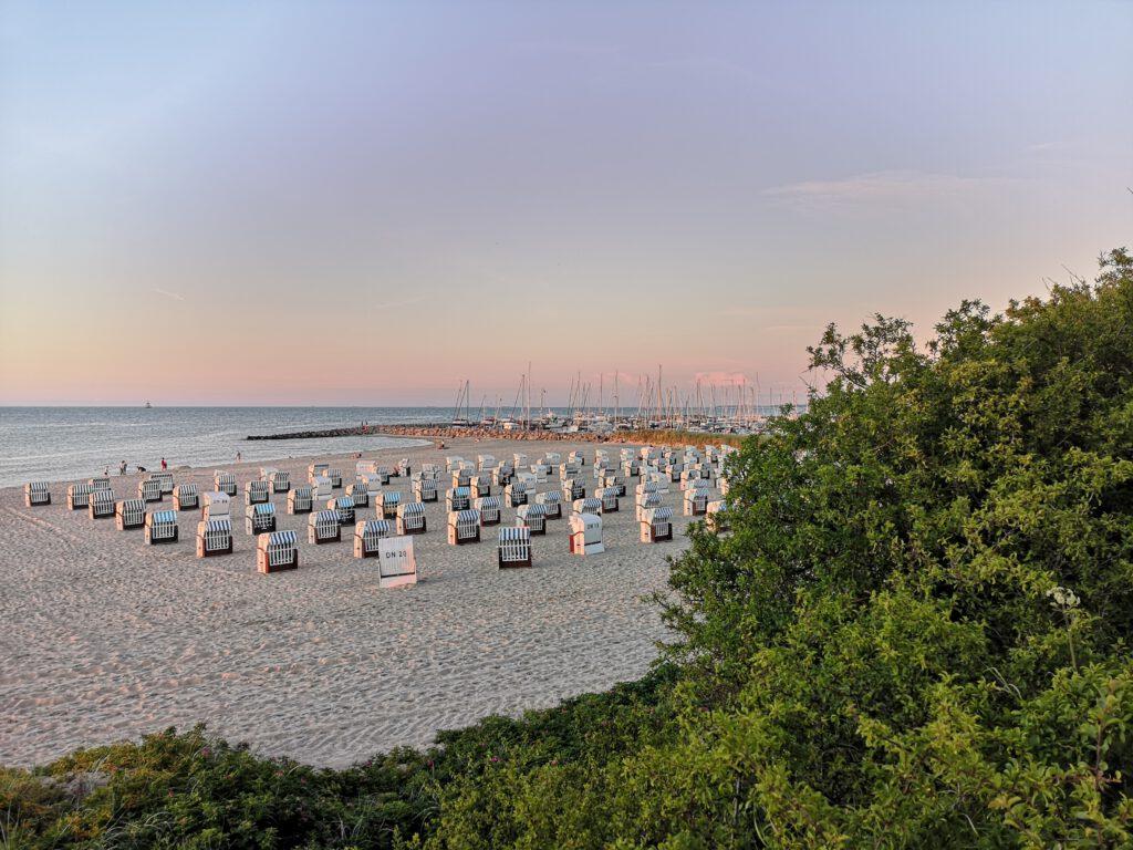 Kuelungsborn-Urlaub-Strand-schoen