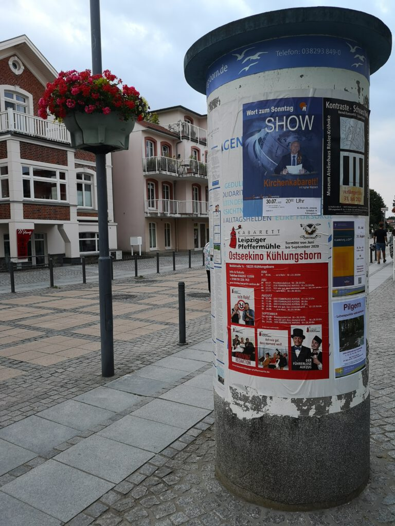 Kuelungsborn-Urlaub-Veranstaltungen-Litfasssaeule
