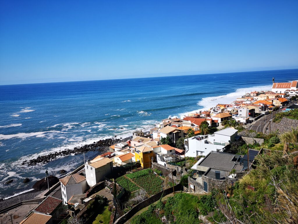 Madeira-Tipps-Atlantik-Blick-auf-Paul-de-Mar